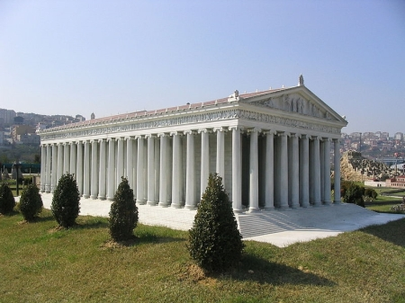 Model of Artemis Temple at Istanbul. Wikipedia.