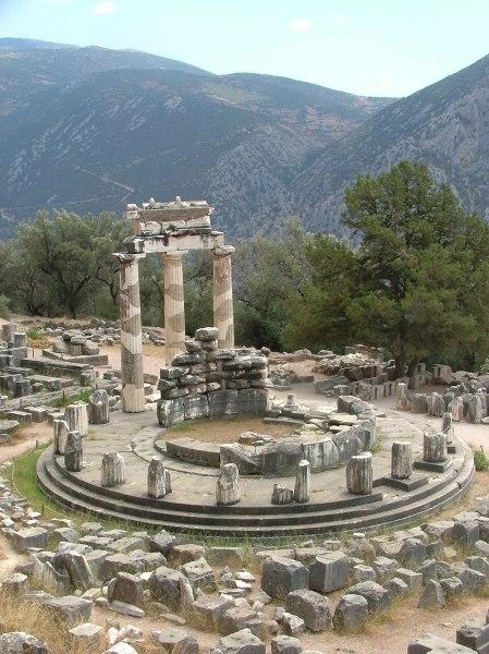 Sanctuary of Athens at Delphi. Photo by By KufoletoAntonio De Lorenzo and Marina Ventayol. Wikipedia.