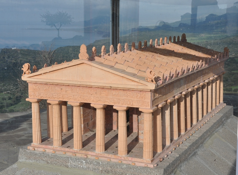Model showıng how the Athena Temple ın Assos would have looked. Photo by Leon Mauldın.