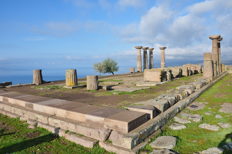 Ruıns of the temple of Athena at Assos Turkey. Photo by Leon Mauldın.