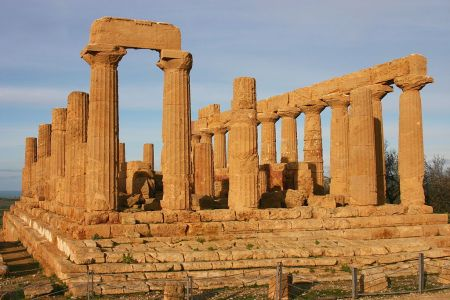 Temple of Hera, Agrigento, Sicily. Photo by Jose Luiz.
