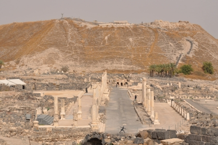Beth-shean. OT tel in background; Roman ruins in foreground. Photo ©Leon Mauldin.