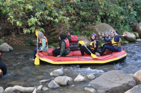 Rafting in the Senir River. Photo by Leon Mauldin.